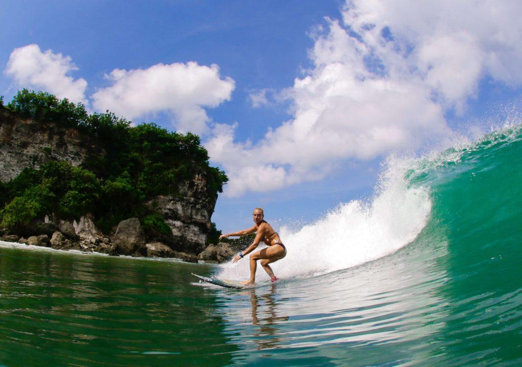 fare surf in Indonesia