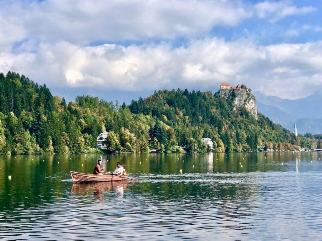 barca lago di bled